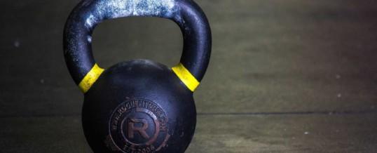 Kettlebell swing – ćwiczenie, które powinieneś wykonywać każdego dnia